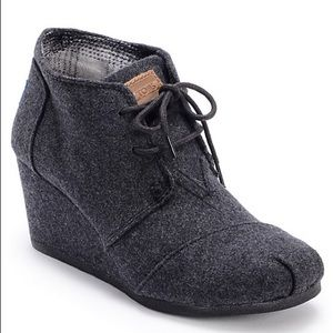 LIKE NEW Toms Gray Wool Desert Wedge